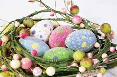 Fai da te per Pasqua: il centrotavola con le uova decorate