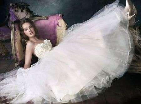 Abiti da sposa 2011: guida alla scelta del tessuto