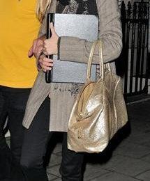 Sienna Miller con sneakers Jimmy Choo