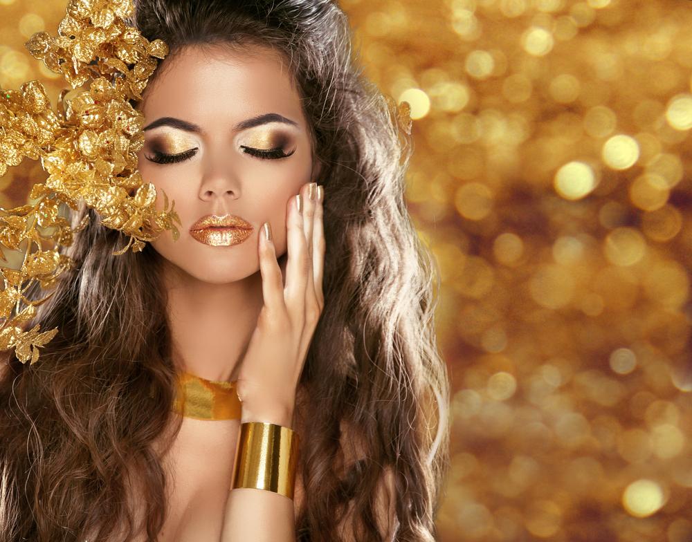 Trucco occhi marroni: oro e bronzo per la primavera