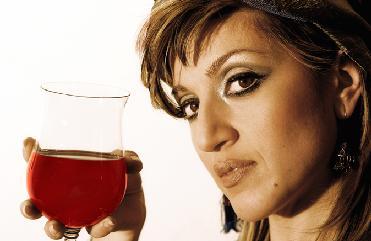 Alcol: in aumento le donne bevitrici ed il rischio correlato di tumore