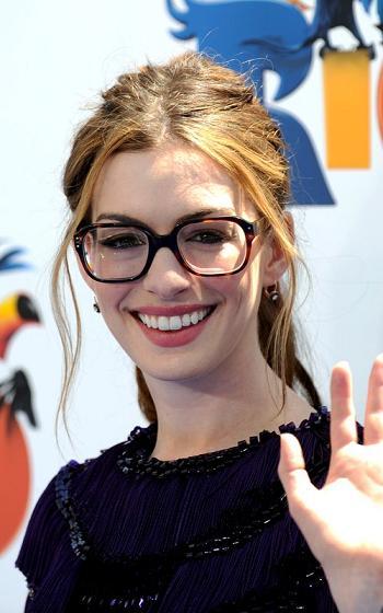 anne hathaway look nerd