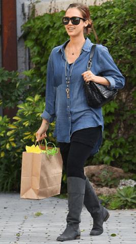 Borse Christian Dior: Jessica Alba con la Delices Gaufre bag