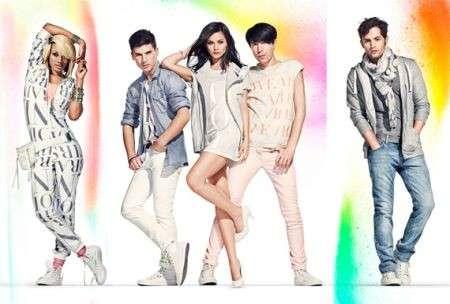 H&M Fashion Against Aids: celebrity in posa per l'adv
