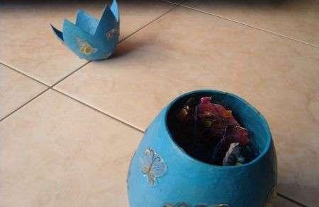 Lavoretti di Pasqua: decorazione di un uovo di cartone