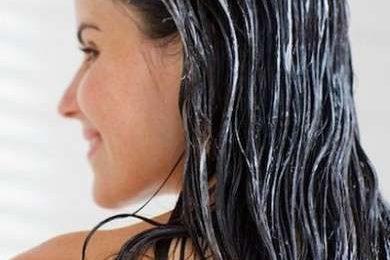 Bellezza: il rimedio per capelli sfibrati è l'impacco allo yogurt