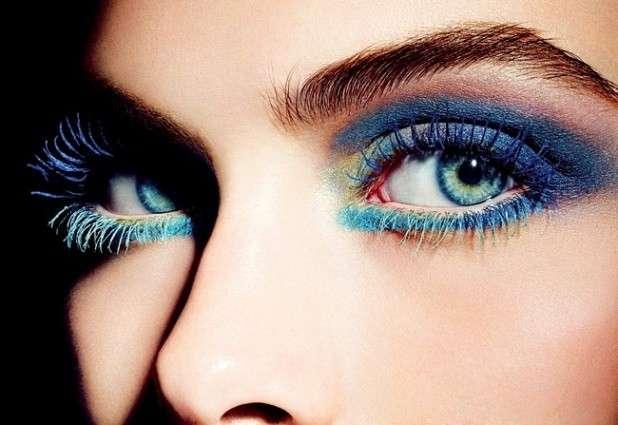 Trucco blu per occhi castani, verdi e azzurri [FOTO]
