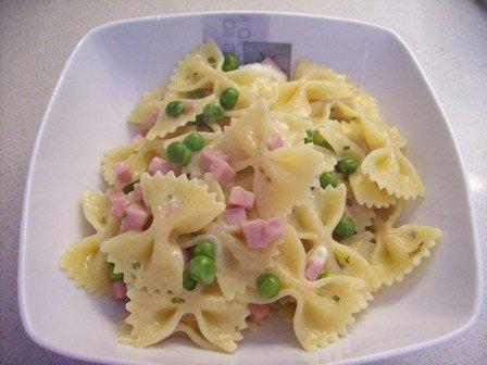 Ricette bambini: pasta con crema piselli e prosciutto