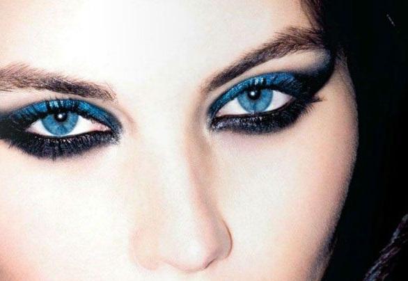 smokey con due tonalità di blu per occhi chiari