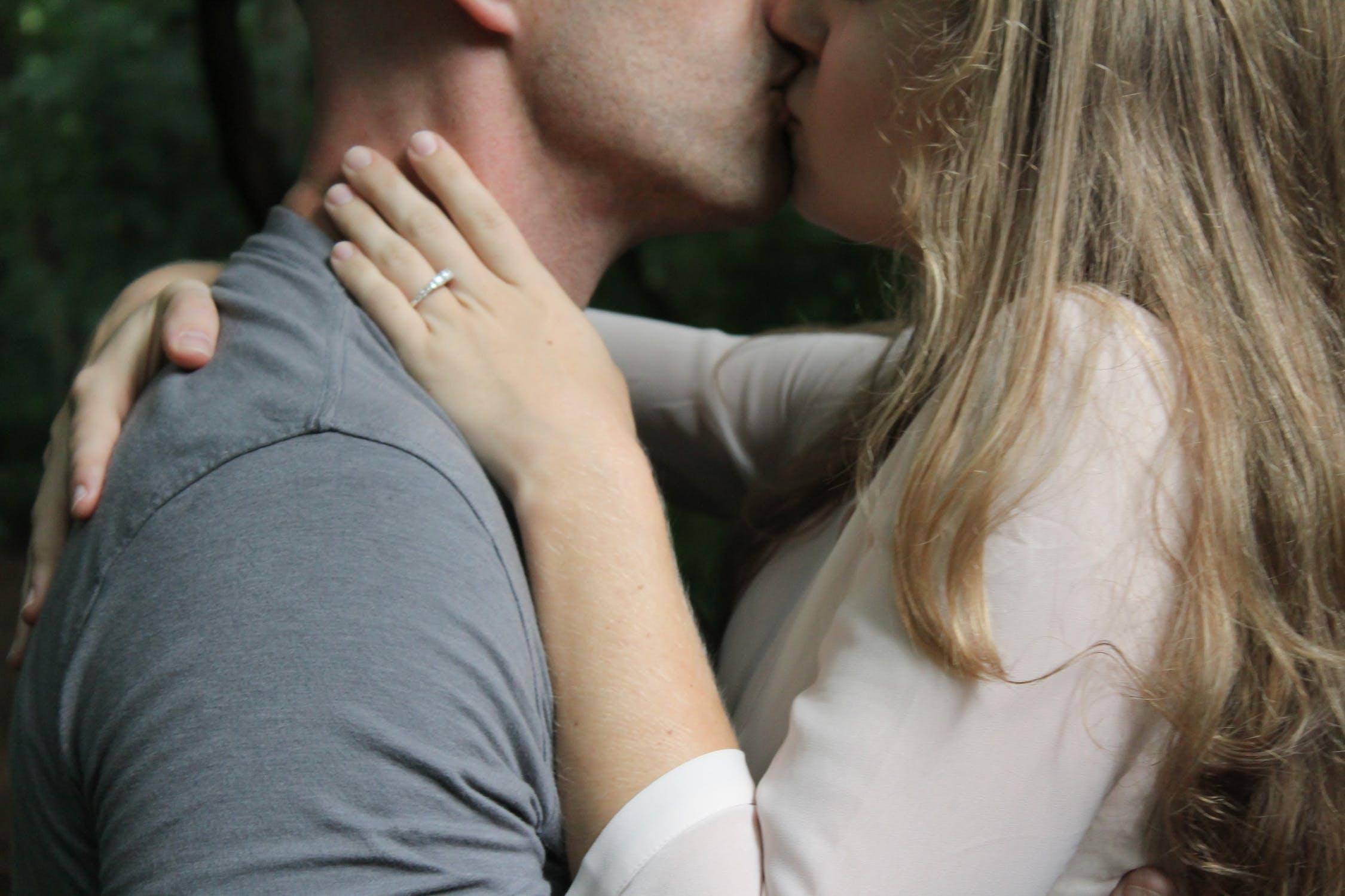 Le frasi più romantiche da dire dopo il primo bacio
