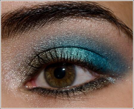 Trucco occhi castani: azzurro per renderli più luminosi