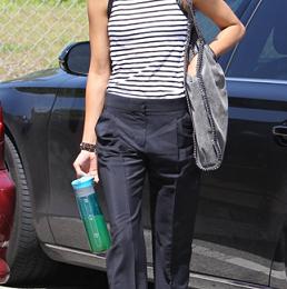 Zoe Saldana con la Falabella bag di Stella McCartney