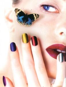 French manicure addio, solo smalti colorati e low cost