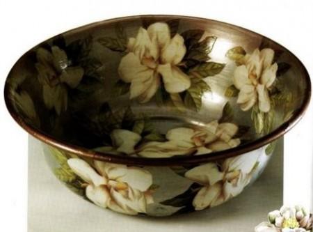 Idee decoupage: un catino rifiorito con magnolie