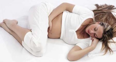 Come dormire in gravidanza: le posizioni consigliate