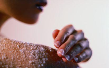 Cosmetici fatti in casa, prova lo scrub con lo zucchero
