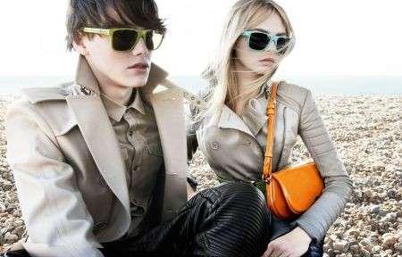 Burberry Brights Eyewear: gli occhiali pieghevoli per l'estate!