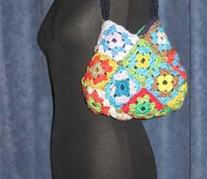 Lavori all'uncinetto: come fare una colorata borsa estiva