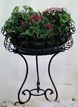 Giardinaggio: le fioriere in ferro battuto