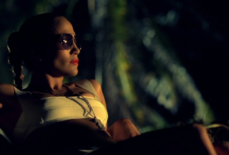 "Jennifer Lopez: occhiali Gucci nel video ""I'm Into You"""