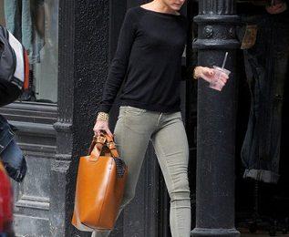 Zara: Olivia Palermo sceglie la Plaited Shopper Bag