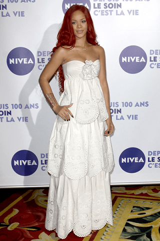 Rihanna: svolta romantica all'insegna del pizzo bianco