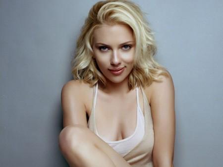 Scarlett Johansson sorridente