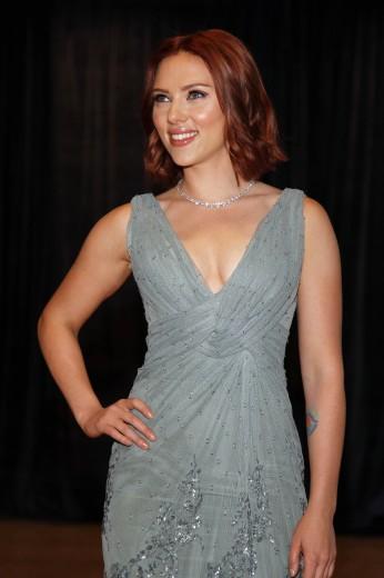 Scarlett Johansson, capelli rossi e nuovo look per la diva