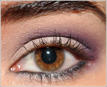 Trucco occhi viola per una festa di primavera