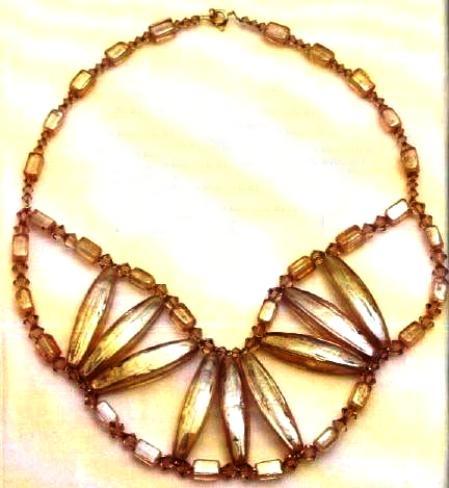 Bijoux crea un collier a ventagli fai da te
