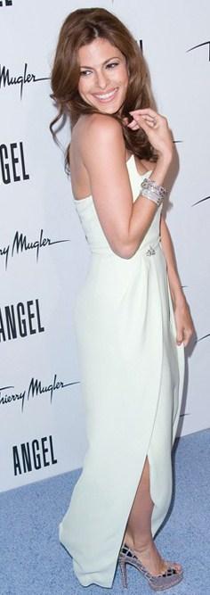 Eva Mendes con le pumps Sobek Christian Louboutin, divina!