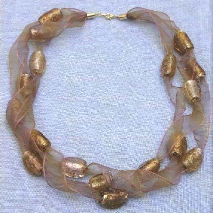 Girocollo di organza e perle