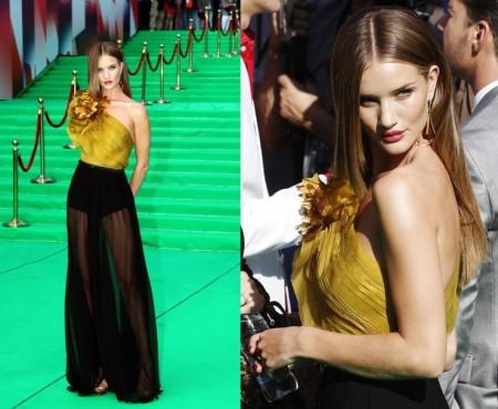 Rosie Huntington-Whiteley incanta Mosca con il suo abito Gucci