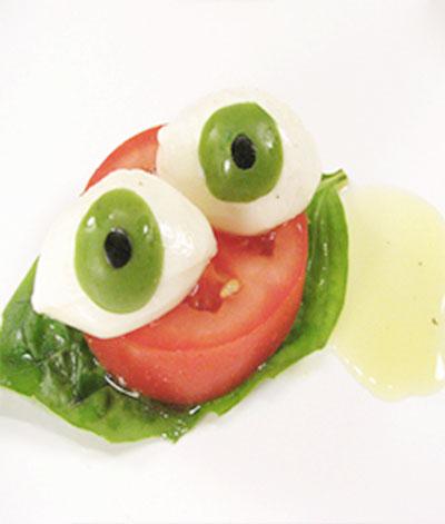 Per preservare la salute degli occhi bisogna mangiare più frutta e verdura e meno carne