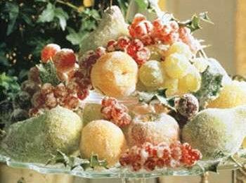 Decorazioni fai da te: il centrotavola di frutta brinata
