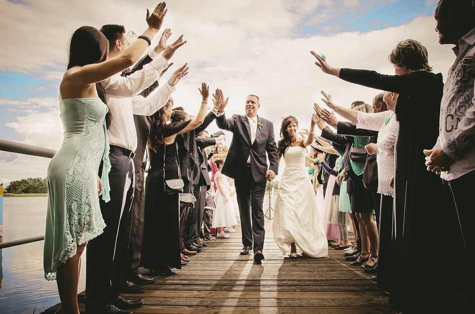 Auguri Matrimonio Amici Intimi : Tanti modi per fare auguri a un matrimonio: simpatici divertenti e