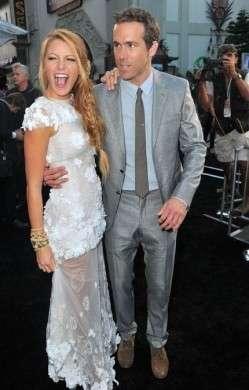 Ancora un outfit Chanel per Blake Lively alla premiere di Green Lantern: le foto