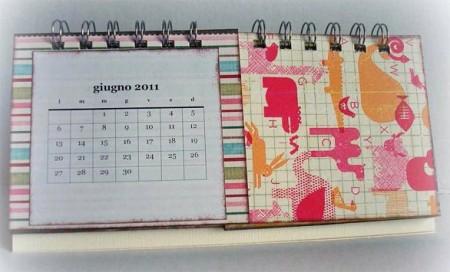 Come creare un calendario da tavolo con lo scrapbooking