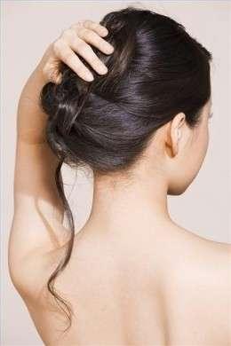 Tanti modi per raccogliere i capelli lunghi in estate