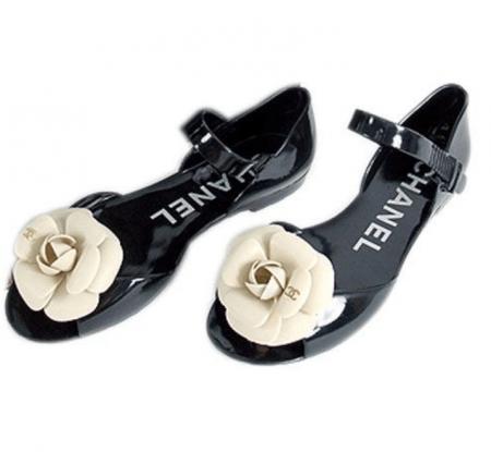 Scarpe in gomma? Irresistibili le Jellies di Chanel!