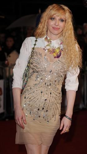 """Courtney Love si """"vanta"""" di non aver collaborato con Topshop: c'è davvero da esserne fiera?"""