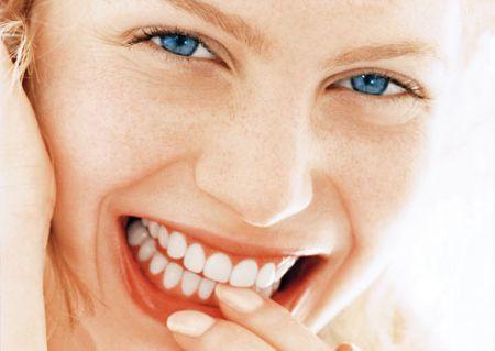 I rimedi fai da te per avere denti ultra bianchi