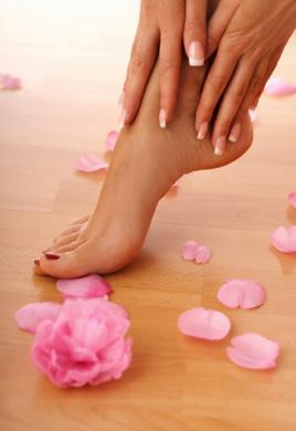 Cura piedi: lo scrub fai da te per renderli morbidi e setosi