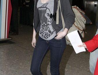 Kristen Stewart sceglie le scarpe a scacchi di Vans