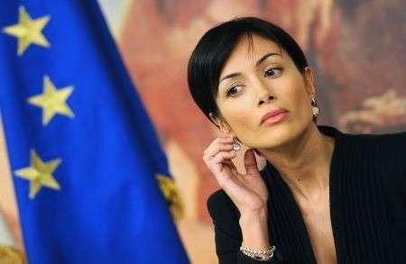 """Mara Carfagna si sposa, ma alle """"pari opportunità"""" degli inviti non pensa proprio…"""