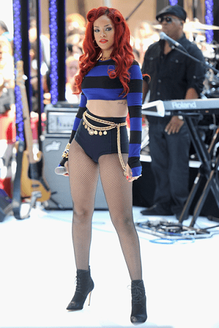 Rihanna e il look bizzaro per il