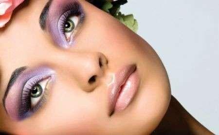 Trucco occhi verdi, esaltali con il viola in ogni occasione