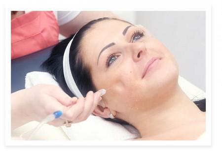 Con il rivoluzionario sistema Jet Peel ringiovanire la pelle è possibile. Pour Femme lo ha provato per voi!