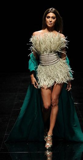 Il look di Belen Rodriguez con un abito tempestato di Swarovski e make up Giorgo Armani. Non era splendida?