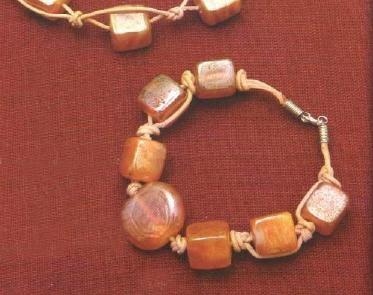 Bracciale di cuoio intrecciato e perle cubiche